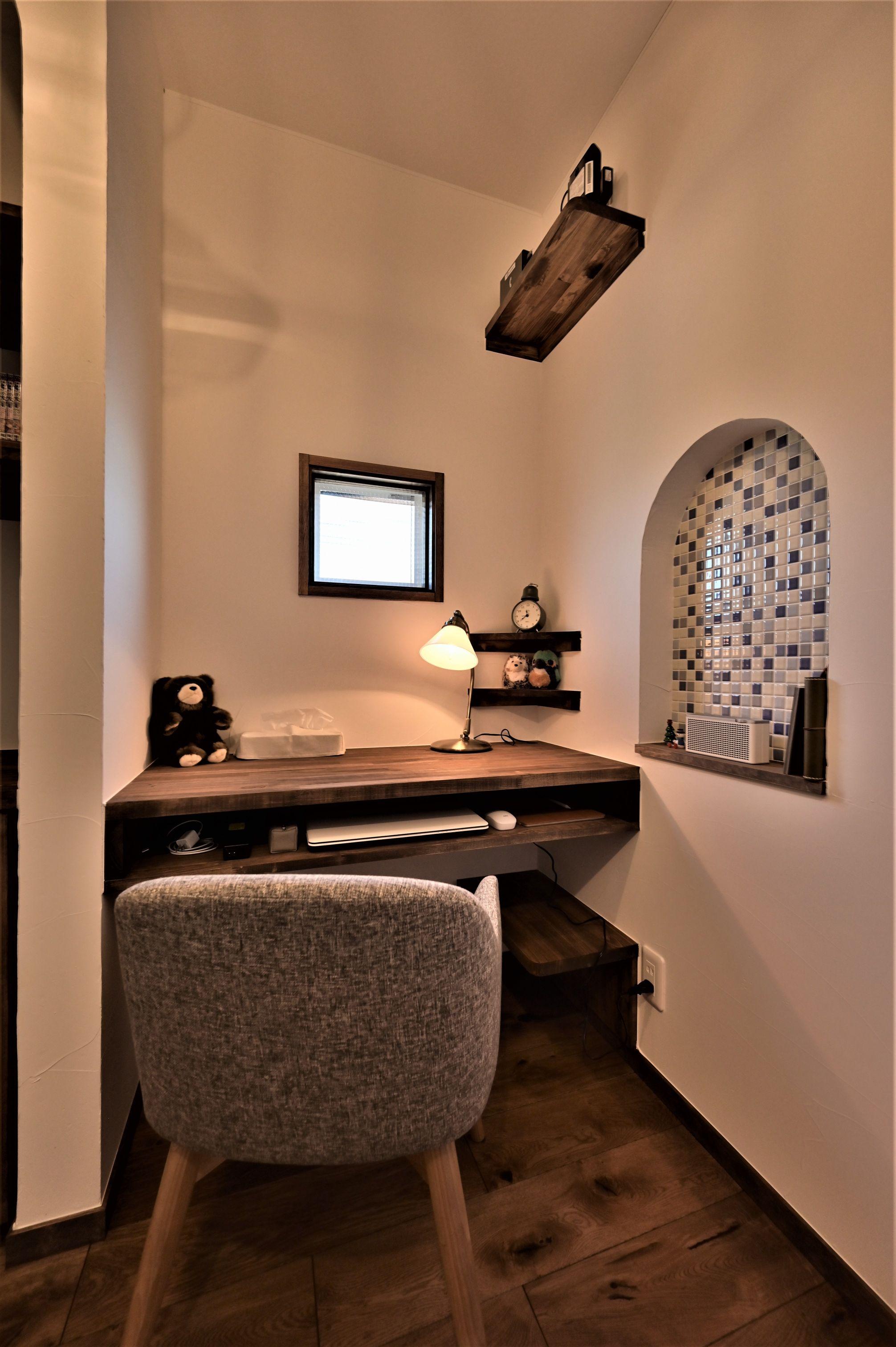 サンエフホーム【デザイン住宅、収納力、自然素材】書斎はご主人がリラックス出来る様に落ち着いた仕上げに