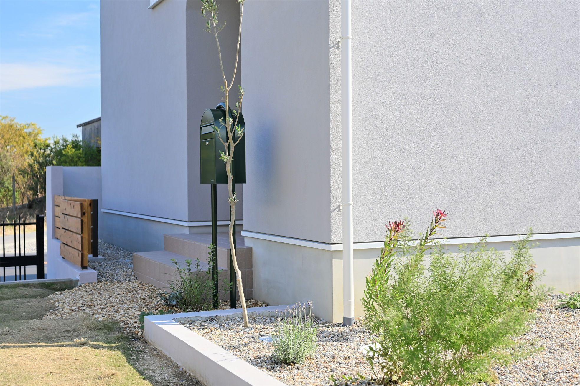 サンエフホーム【デザイン住宅、収納力、自然素材】家へ続く道のりが少しでも楽しい物になる演出がされている