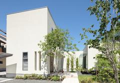 緑に囲まれた「離れのリビング」造園家とのコラボで実現した家