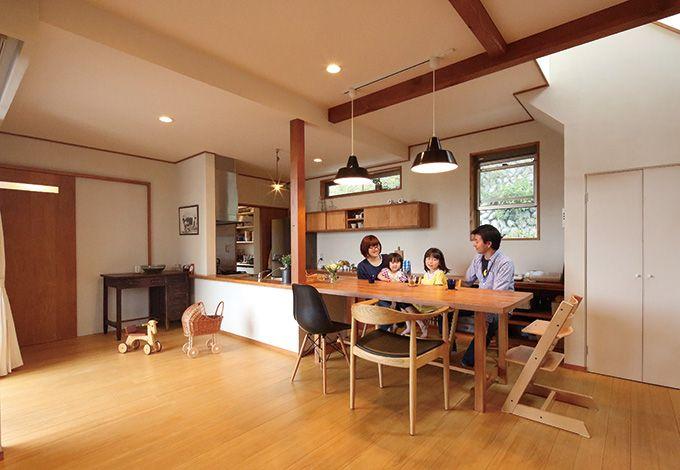瀧建設 一級建築士事務所【デザイン住宅、狭小住宅、建築家】リビングを家の中心的スペースにしたいという希望通り、ここにはいつも家族が集まる