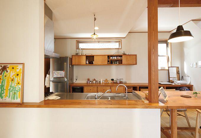 瀧建設 一級建築士事務所【デザイン住宅、狭小住宅、建築家】インテリア雑誌から抜け出たようなキッチン。背面の棚も、寸法までキッチリとオーダーした造作