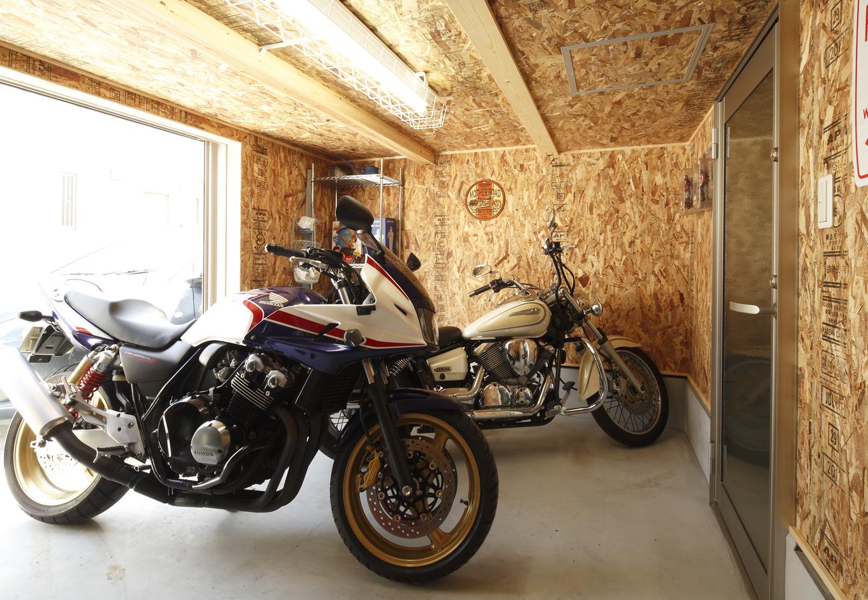 アウトドアストッカーはご夫妻の趣味であるバイクの収納に【イエタテ】