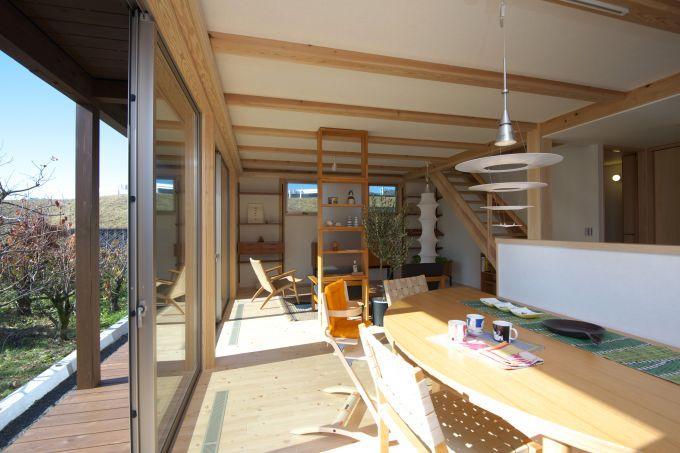 家族4人が暮らす木造ドミノ住宅