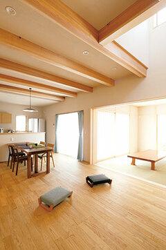 和のテイストとモダンが 響き合う静岡杉・ヒノキの家