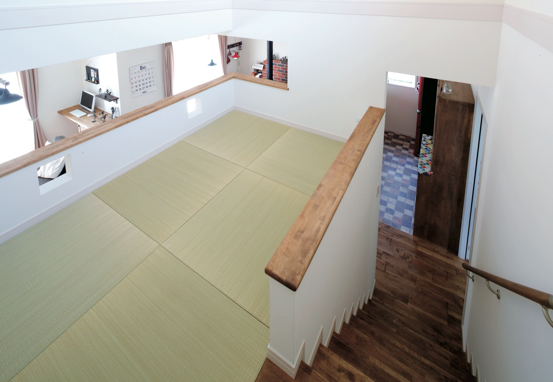 ハートホーム【輸入住宅、間取り、インテリア】スキップさせて中2階に畳コーナーを設けた。洗濯物を畳むスペースとして用意されたが、いずれはお子さまの遊び場にも