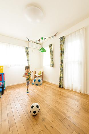 ハートホーム【デザイン住宅、趣味、間取り】3歳になる次男の部屋。2階の床材は全てメープルを使用