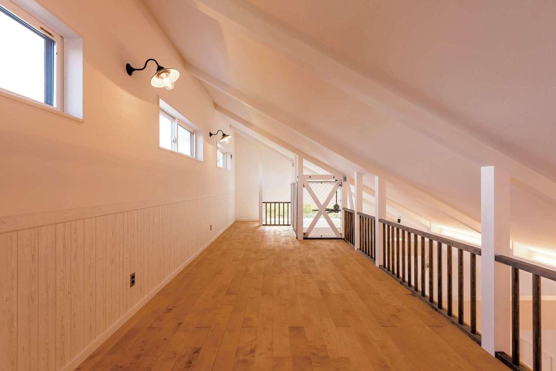 ハートホーム【デザイン住宅、子育て、間取り】2階の仕切りなしオープンスペースは将来の子ども部屋。DIYで棚がつけられるようになっている