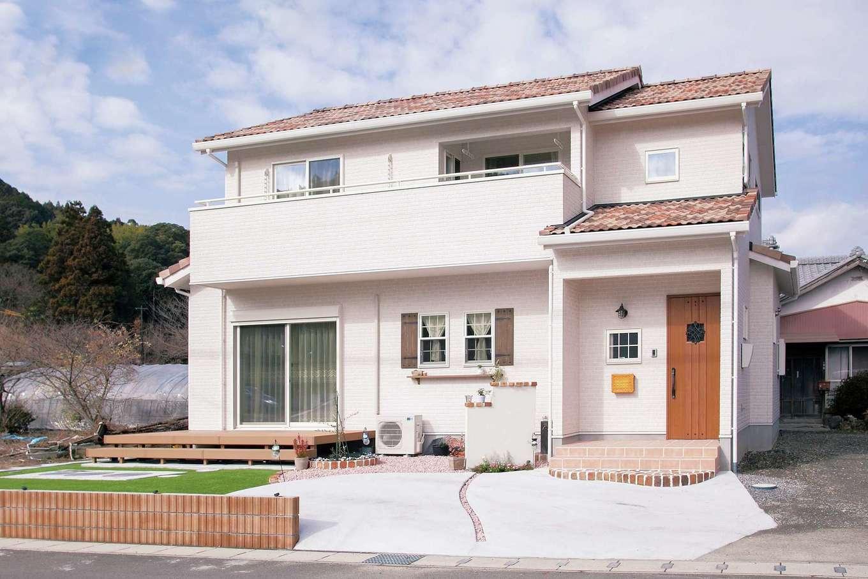 ハートホーム【デザイン住宅、和風、ペット】絵本から飛び出てきたような外観。ポストや窓横飾りのデザインがかわいい