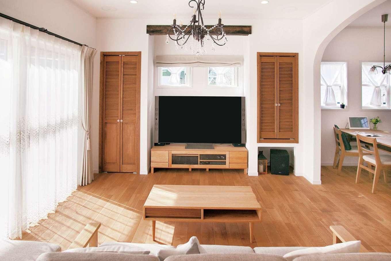 ハートホーム【デザイン住宅、和風、ペット】大型テレビ、オーディオの設置を想定したリビング。機能面も充実のインテリア