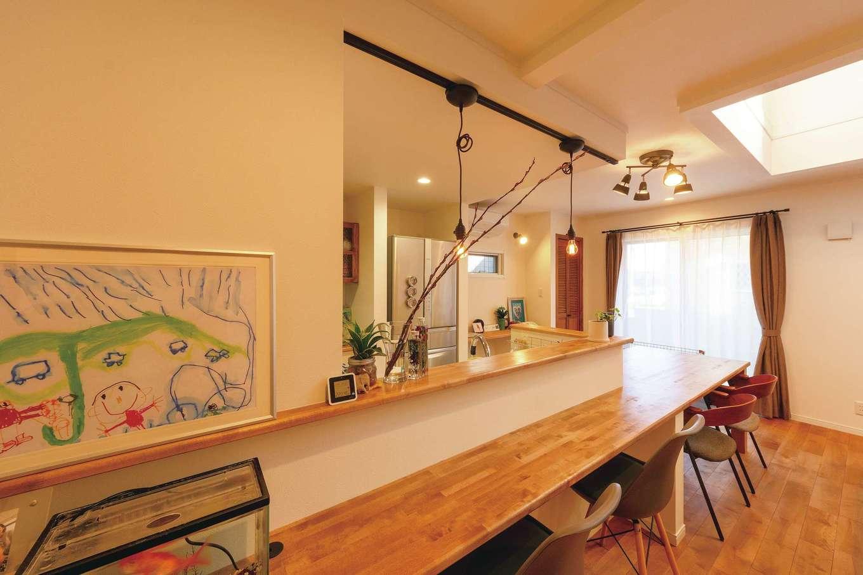 ハートホーム【デザイン住宅、趣味、ペット】カウンターと一体型のキッチンは共働き奥さまの家事時間を短縮
