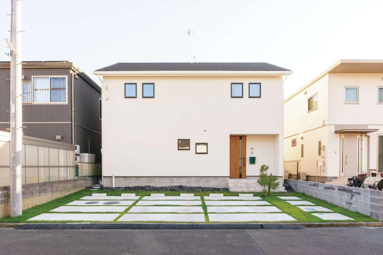 ハートホーム【デザイン住宅、趣味、ペット】プライバシーを守りつつ、窓のラインが美しいシンプルモダンな外観