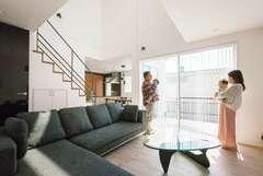 オリジナル家具が標準仕様。ホワイト&グレーの上質な家