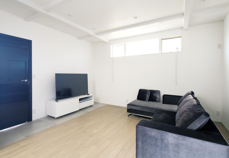 納得住宅工房【デザイン住宅、収納力、インテリア】無垢の床、漆喰の塗り壁、さらにイタリア直輸入の鏡面ドアもすべて標準仕様
