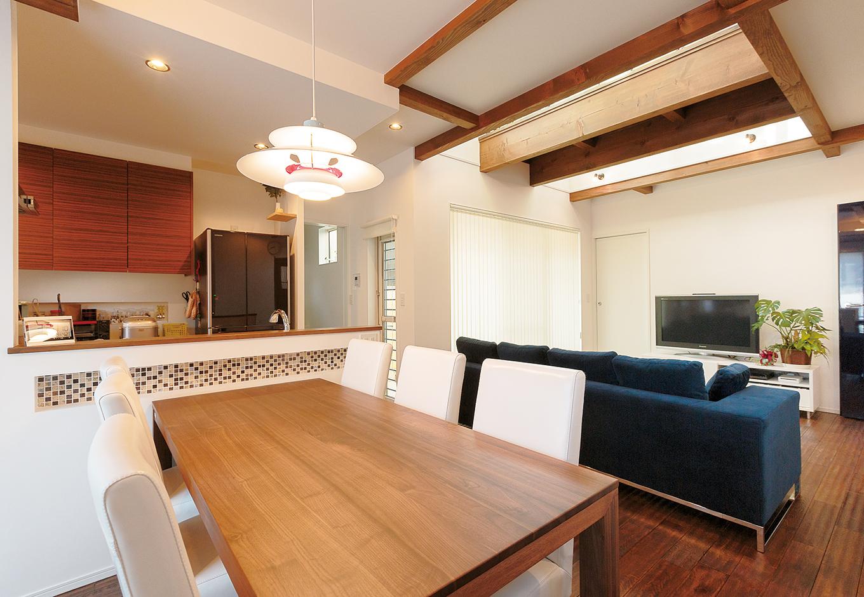 ソファやダイニングセットなど、多くの家具は『納得』オリジナル