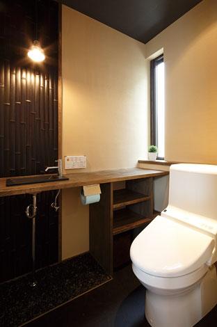 納得住宅工房【1000万円台、夫婦で暮らす、インテリア】トイレには割竹と玉砂利。和の落ち着きで満たされた