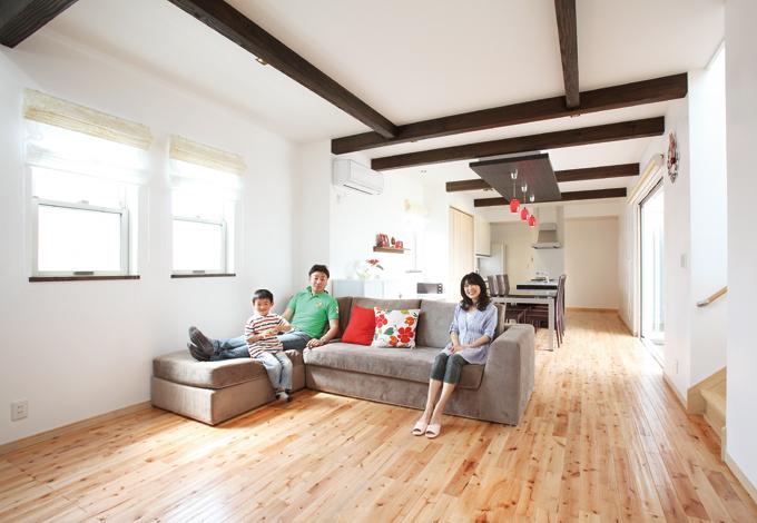自然素材とデザインの融合 大家族の暮らしを彩る家