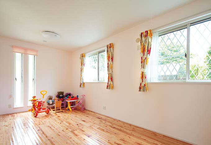 納得住宅工房【子育て、趣味、インテリア】子ども部屋はナチュラルな色の床材で明るく
