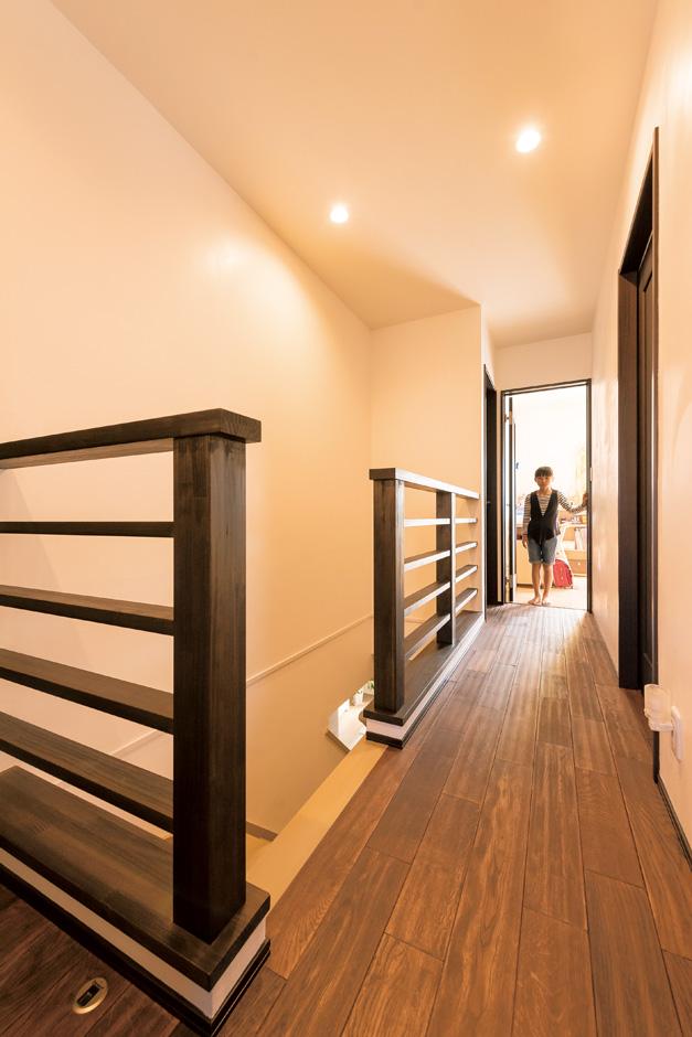 納得住宅工房|開放感のある2階ホール。手摺りも一新した