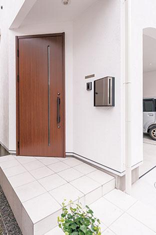アトリエサクラ【デザイン住宅、収納力、間取り】玄関は角を利用して斜めに