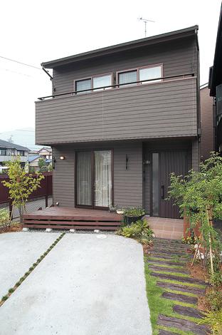 アトリエサクラ【1000万円台、デザイン住宅、自然素材】外壁は木の雰囲気をもつ素材を選択。落ち着きある印象に