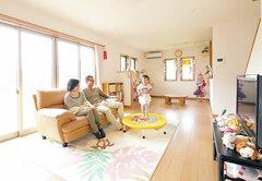家族が自然に集まれる 共有スペースを大切にした家