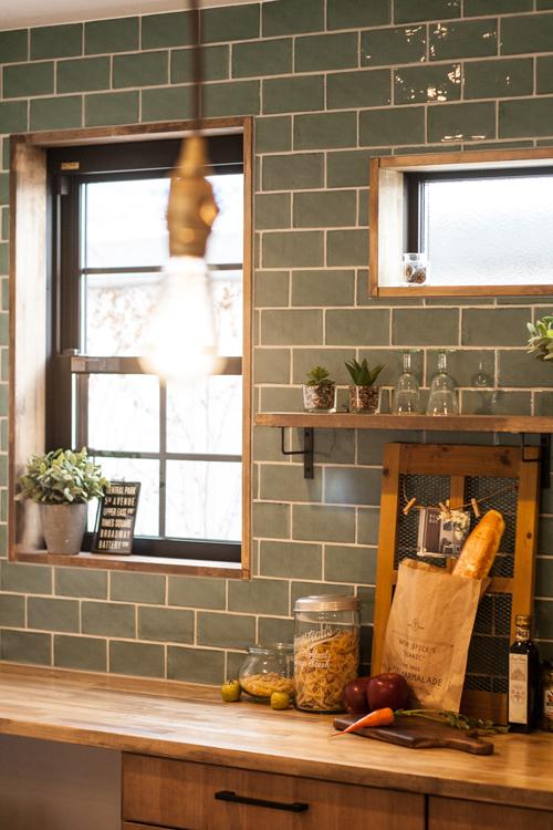キッチン クローバーハウス 自然素材 サブウェイタイル