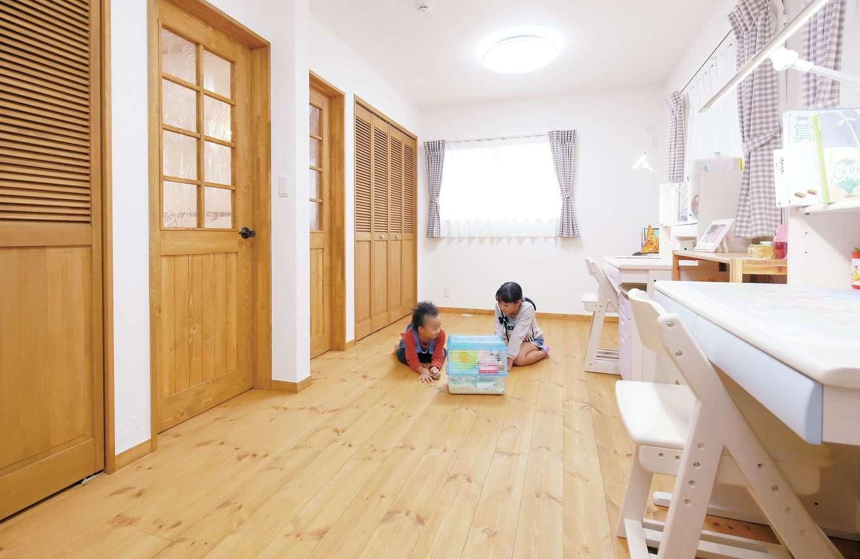 クローバーハウス 【1000万円台】将来2つに区切る予定で設計した子ども部屋。窓もドアもクローゼットも全部2つずつ