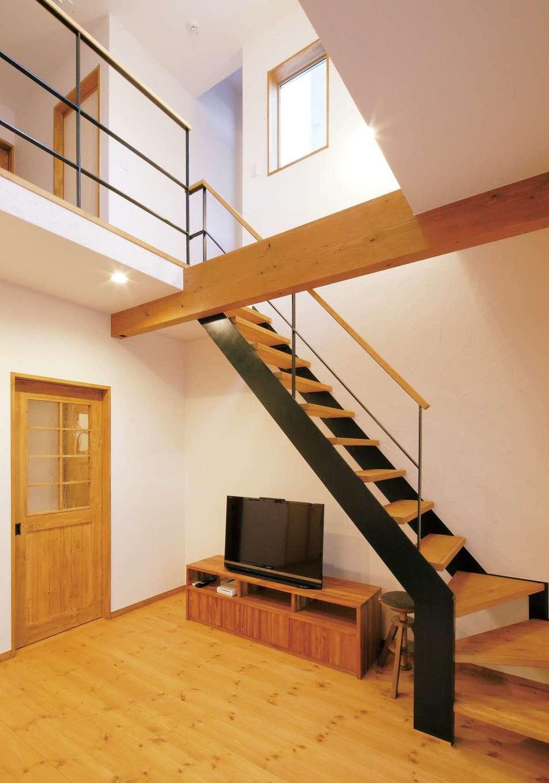 クローバーハウス 【1000万円台】自然素材のぬくもりのある雰囲気に合うアイアン階段をコーディネーターが提案