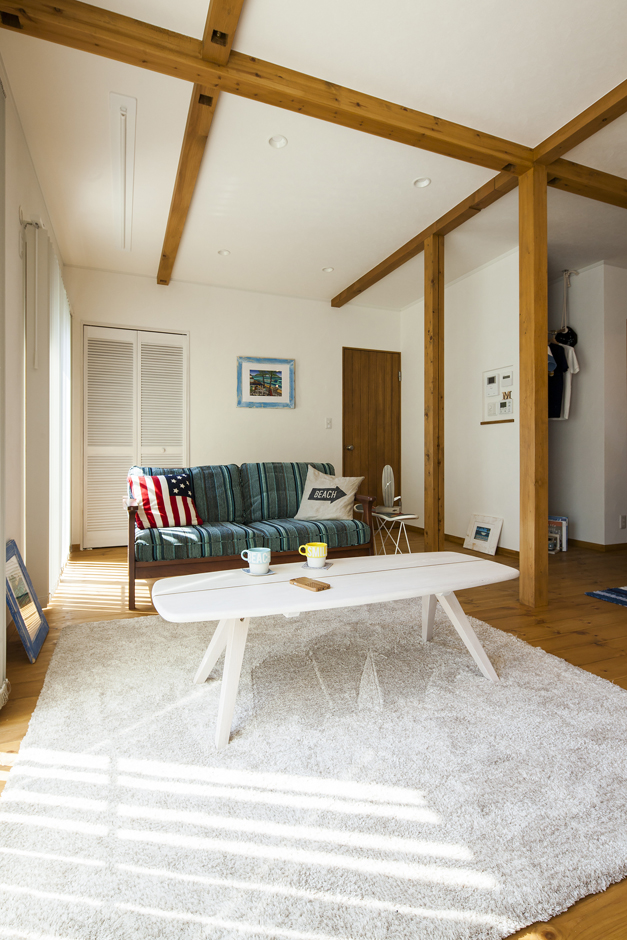 広いリビング。「将来的には半分を個室にして、ゲストルームや和室にする予定