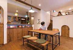 一緒もひとりも楽しめる アンティークカフェの家