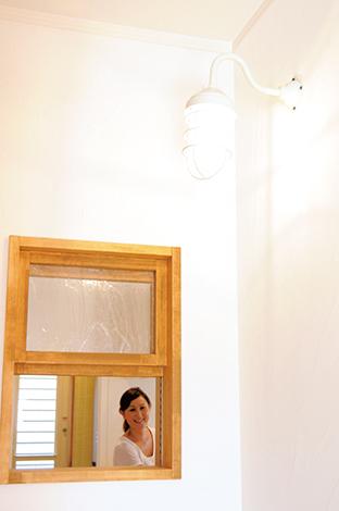 クローバーハウス 【デザイン住宅、自然素材、間取り】子ども達が帰ってきたら、飾り窓から「おかえり~」。風通しも抜群