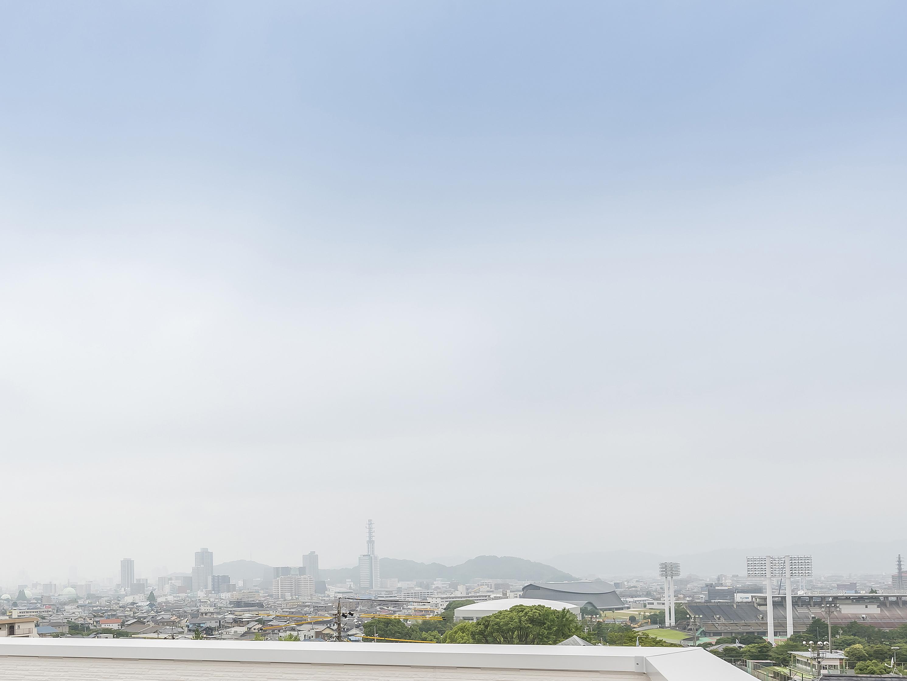 バルコニーから静岡市を一望