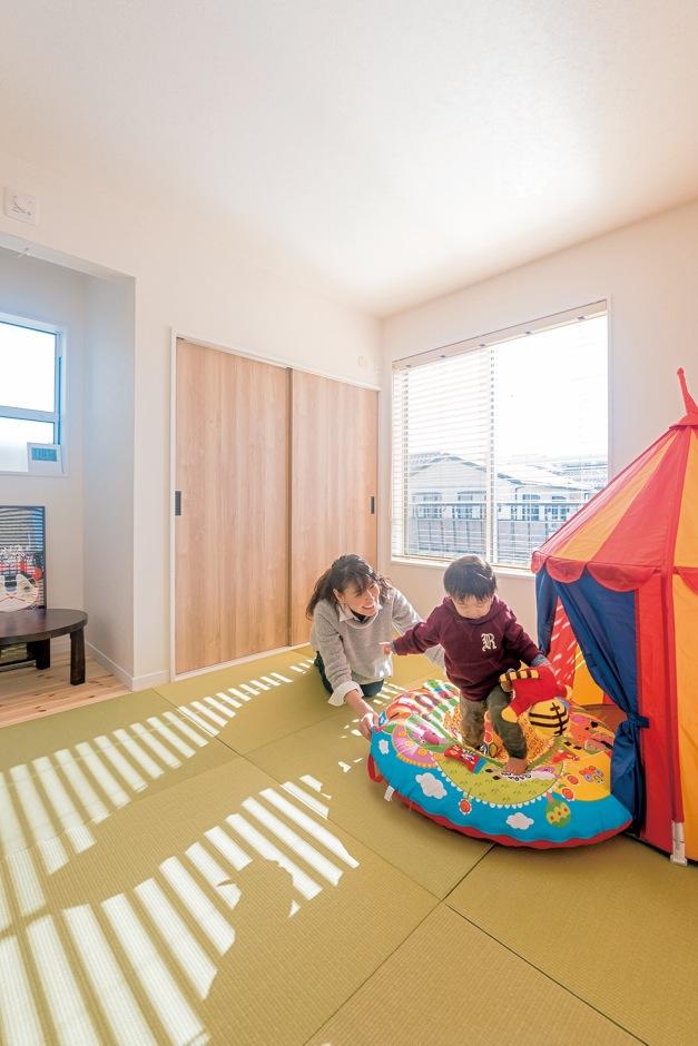 子ども部屋は左右対称に2部屋。壁で仕切った際にも、採光や収納も平等に