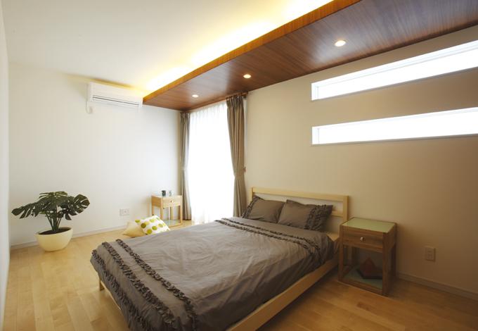 寝室には採光窓を設置し、外からの視線を配慮