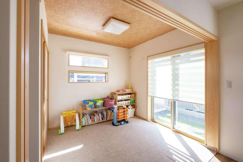 当初は予定していなかったが、両親のアドバイスで作った和室。今は子どもの遊び場に。将来も状況に応じてさまざまな使い方ができる便利なスペースとして活躍しそう