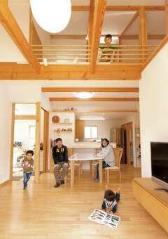 家族の一体感を増す高台に建つ平屋建ての家