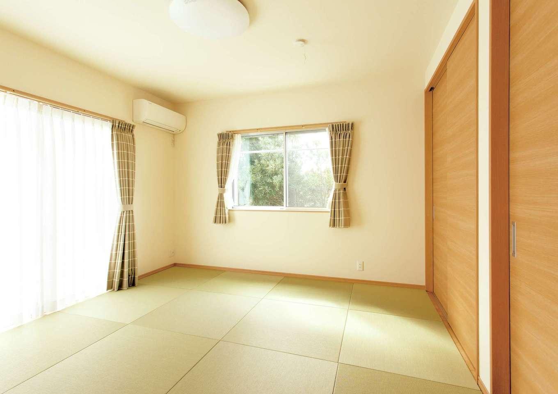T-style 【子育て、自然素材、平屋】ご主人こだわりの和室。現在は家族みんな一緒になってここで寝ている