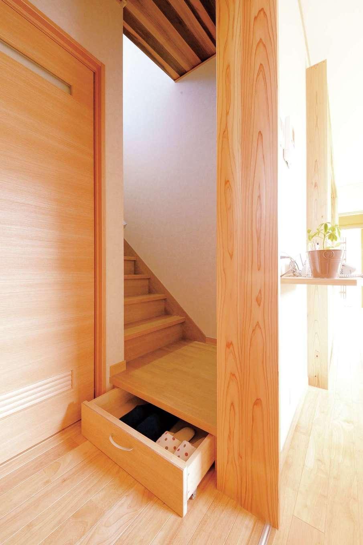 T-style 【収納力、自然素材、省エネ】階段などデットスペースを活かして収納場所を多く確保