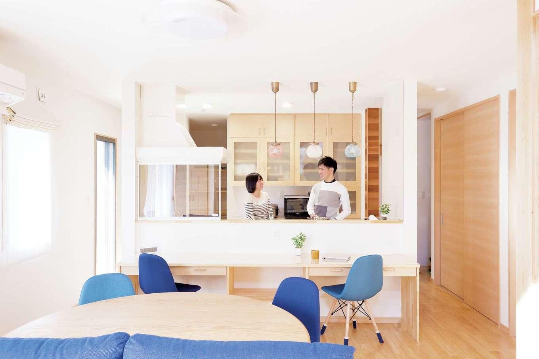 T-style 【収納力、間取り、自然素材】キッチン前のカウンターは、将来、子どものスタディスペースになる
