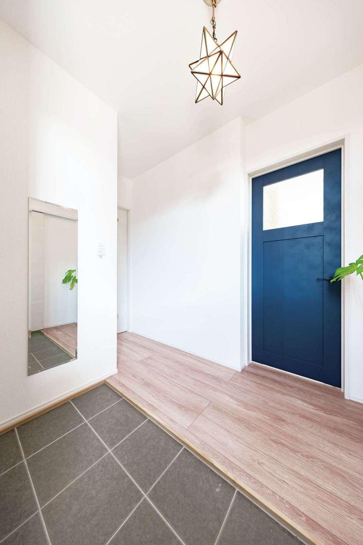 T-style ティースタイル【子育て、自然素材、間取り】玄関を入って左回りにトイレ、洗面、キッチンと続き、帰宅後の動線も短い