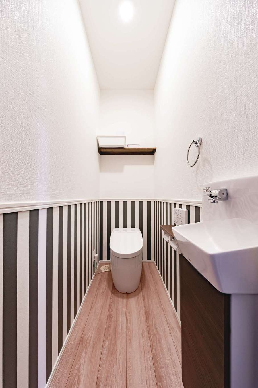 T-style ティースタイル【子育て、自然素材、間取り】トイレ掃除も楽しくなる、ツートンのかわいいトイレ