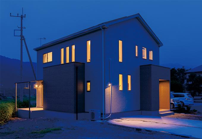 住宅工房 アリアンス【デザイン住宅、省エネ、間取り】『アリアンス』らしいスタイリッシュな外観。窓の配置にも理由がある