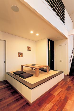 住宅工房 アリアンス【デザイン住宅、省エネ、間取り】ちょっと横になりたい時に便利な畳コーナー。腰掛けやすい高さで作られている