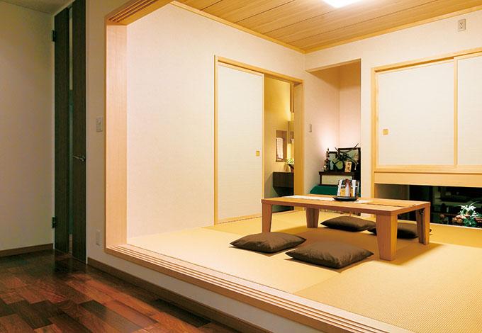 住宅工房 アリアンス【デザイン住宅、省エネ、間取り】高級旅館のような小上がりの和室。地窓の向こうへと視線が伸び、開放感も得られる