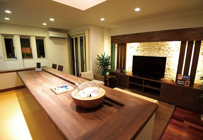 住宅工房 アリアンス【デザイン住宅、子育て、間取り】多くの施工例を見ながら、素材や色合いを決定した。床は表面が硬く、高級感を感じさせるカリンを採用。キッズコーナーの畳敷きは、お兄ちゃんのRくんが希望した