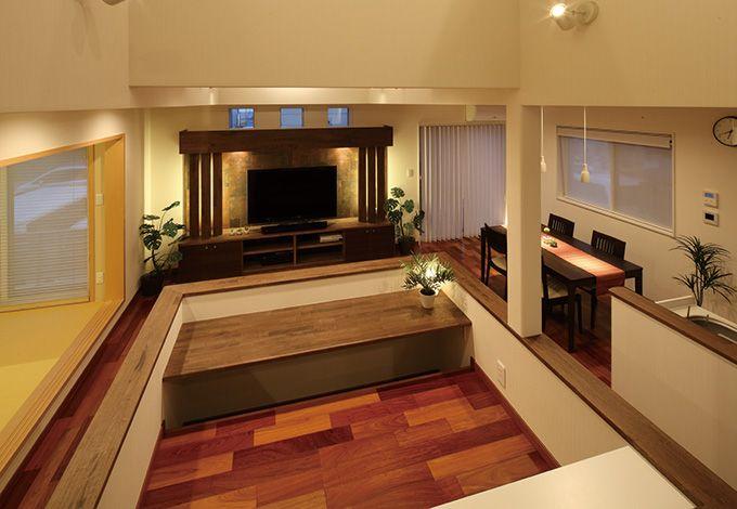 住宅工房 アリアンス【デザイン住宅、間取り、スキップフロア】スキップフロアになったキッズスペース。キッチンに立つ奥さまとお子さんとの目線の高さをそろえた