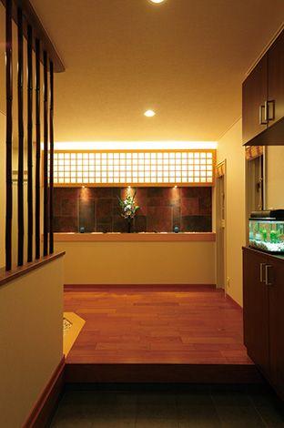 住宅工房 アリアンス【デザイン住宅、高級住宅、間取り】高級旅館を思わせる、インパクトのある玄関ホール。 障子と焼きタイル、玉砂利など、和の素材を活かして高級感を演出した