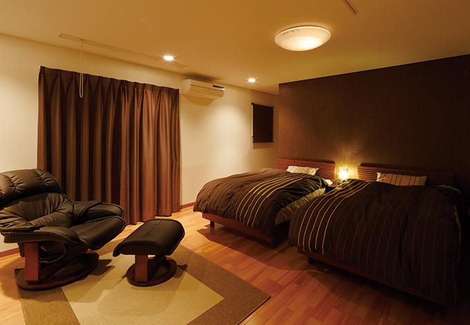 住宅工房 アリアンス【デザイン住宅、子育て、省エネ】ゆったりした広さの寝室。カ ラーは奥さまがコーディネート