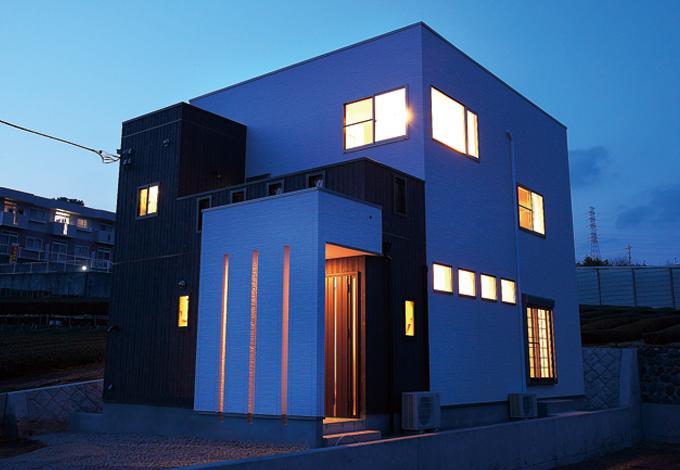 住宅工房 アリアンス【デザイン住宅、省エネ、間取り】シンプルながら立体的なフォルム。窓の位置は外からの視線に配慮