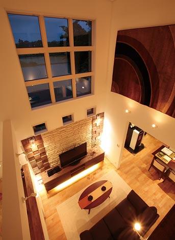 住宅工房 アリアンス【デザイン住宅、高級住宅、間取り】気密断熱材として高い評価を受けているアイシネンと、熱損失量の少ないLow-Eガラス を使用。大空間でも冬あたたかく、夏涼しい住環境が提供される